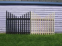 Halloween Yard Decorations On Sale by Quick Easy Haunted Stanchions Solved My Need For A Lot Of Fencing