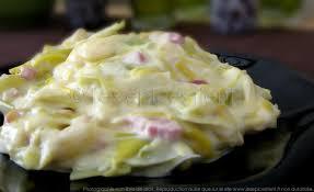 cuisiner poireaux poele fondue gourmande de poireaux à la vache qui rit les épices rient