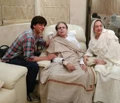 saira banu i like to run my fingers through shah rukh khan u0027s hair