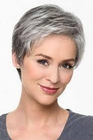 coupe de cheveux court femme 40 ans cheveux gris 40 coiffures qui ne font pas mamie cheveux gris