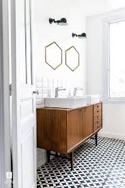 Bathroom For Rent Effectively Blending Modern And Vintage Styles