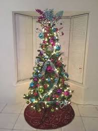 this is a beautiful tree for a bedroom with bright pink