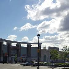 target paramus hours black friday the outlets at bergen town center 47 photos u0026 123 reviews
