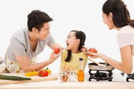 cuisine en famille un homme qui cuisine cuisiner pour homme l homme à la cuisine