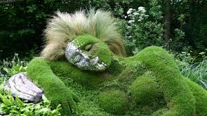 grass sculpture of beautiful gardens
