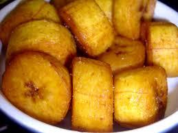 cuisiner la banane plantain bananes plantains frites à la sauce de tomate