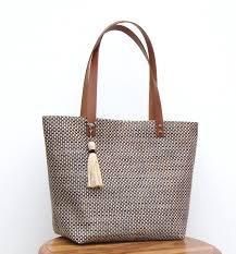 sac cabas lin sac cabas où shopping en pvc tressé noir et beige anses en cuir