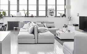 dos de canapé comment utiliser un canapé pour dynamiser une pièce