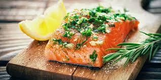 comment cuisiner le pavé de saumon la recette du pavé de saumon écossais à la tomate et au pesto