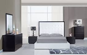Wenge Bedroom Furniture Tamara Contemporary Wenge Finish Bedroom Set With White Bed