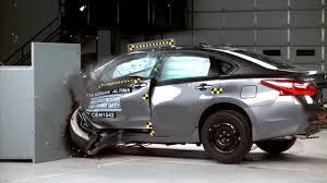 nissan altima 2016 4 door iihs 2016 nissan altima small overlap crash test good