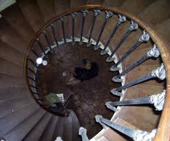 file castle spiral staircase jpg wikimedia commons