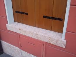 davanzali in marmo foto di finestre di marmo con balcone