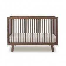 chambre bébé évolutif lit bébé évolutif sparrow noyer oeuf nyc pour chambre enfant