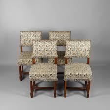 chaises louis xiii suite de quatre chaises en noyer de style louis xiii 2015060567