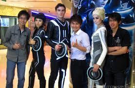 cineplex uniform tron legacy 3d movie gala premiere the cathay cineplex with tron