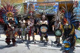 imagenes de familias aztecas una familia entregada a la danza danzas mexicanas familias y