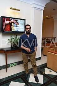 Aamir Khan House Interior In Pics Aamir Sanya And Fatima Clicked At The Dangal Presscon