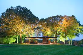 7 architecture experiences to give to your loved ones curbed ghouse philip johnson s glass house