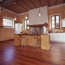 plancher cuisine bois parquet dans une cuisine quel type de bois choisir artirec pour