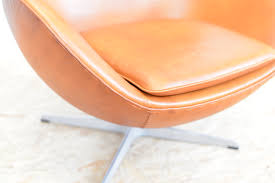mid century leather egg chair by arne jacobsen for fritz hansen
