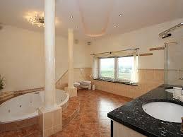 badezimmer mit sauna und whirlpool ferienwohnung wellness days fewo direkt