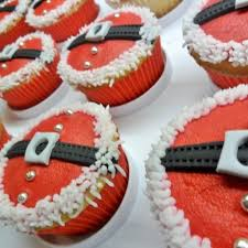 Easy Decoration For Christmas Cake by Best 25 Santa Cupcakes Ideas On Pinterest Christmas Cupcakes