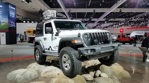 turbo jeep wrangler jeep debuts the 2018 wrangler at the la auto show with less weight