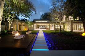 How To Design Landscape Lighting 9 Outdoor Lighting Schemes That Get Universal Design Right