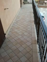 piastrelle balcone esterno stunning piastrelle terrazzo esterno ideas idee arredamento casa
