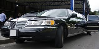 Town Car Rental Black Car Service Or Limousine Service Learn The Benefits Of Both