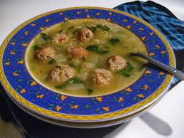 cuisiner courge spaghetti est dans assiette soupe aux boulettes et à la courge