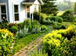 Cheap Landscaping Ideas For Small Backyards by Backyard Ideas Cheap Budget Outdoor Furniture Design And