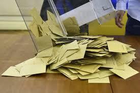 bureau de vote monde le président d un bureau de vote rentre chez lui avec