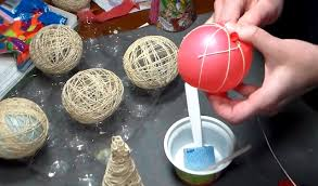 diy idea how to make some lovely ornaments out of yarn