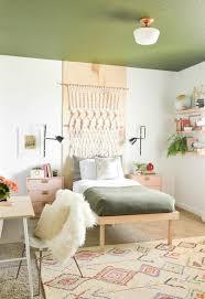 chambre style vintage chambre ado une chambre ado de style vintage au plafond vert d