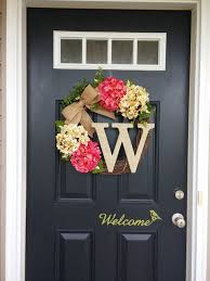 Decorating Windows With Wreaths For Christmas by Best 25 Initial Wreath Ideas On Pinterest Letter Door Wreaths