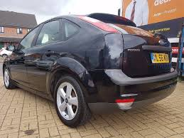 ford focus 1 6 zetec climate hatchback 5 doors petrol manual black