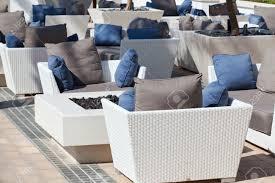 meubles en rotin plein air fauteuils meubles en rotin et une table en terrasse