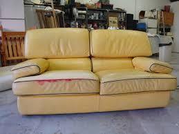 relooker un canapé en cuir coloration canapés fauteuils chaises et méridiennes en cuir