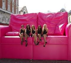 giant pink sofa for t mobile and brands2life experiential campaign