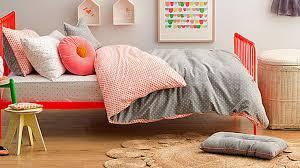 decor de chambre a coucher chetre ans refait chambre decoration design coucher lit table au idees