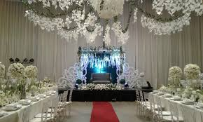 wedding backdrop manila couples backdrop by hizon s catering bridestory