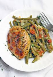 slow cooker greek style green beans and chicken thighs bowl of