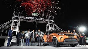 lego land rover land rover discovery debuts on world u0027s largest lego structure ever