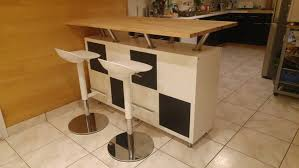 table bar cuisine ikea un bar mange debout vaisselier
