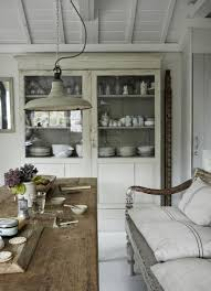 Rustic Farmhouse Kitchens - 7 beautiful ways to decorate with your rustic farmhouse table