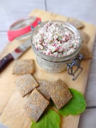 cuisiner les radis roses rillettes végétariennes aux radis roses biscuits apéritifs au