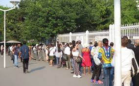 prefecture des yvelines bureau des etrangers nanterre pic d exaspération dans la file des étrangers devant la