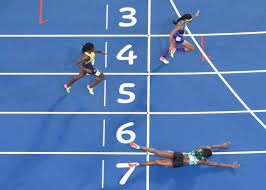 the bahamas u0027 shaunae miller won gold in the 400 meters by diving